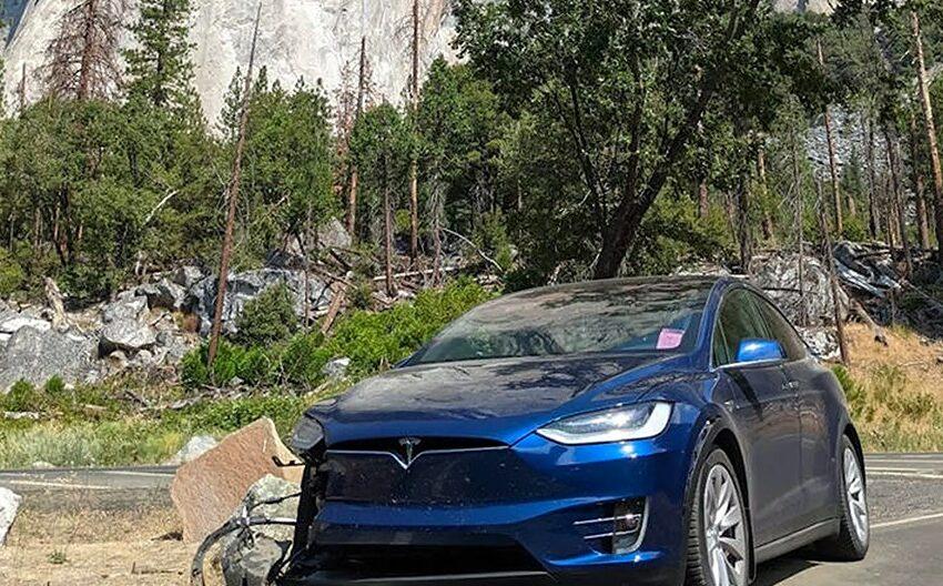 """Autopilotul Tesla are o problemă cu o intersecţie din California: """"5 accidente separate în acelaşi loc"""""""