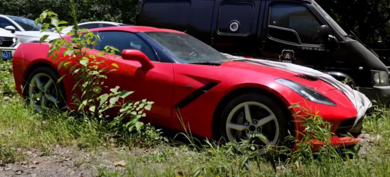 (foto) Cimitirul de mașini de lux din Hangzhou. Porsche Panamera Turbo, Aston Martin Vantage S și alte bijuterii pe roți, confiscate de autorități și lăsate să ruginească