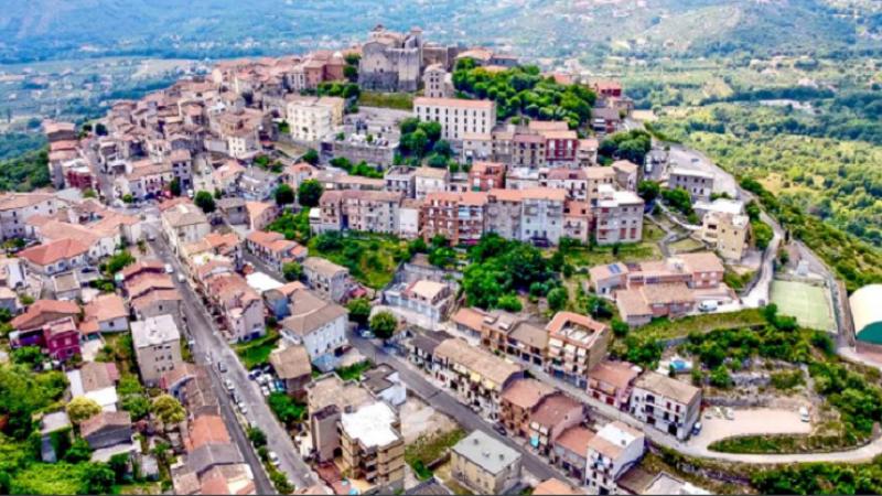 Case disponibile la prețul unui espresso: În premieră, o localitate de lângă Roma vinde locuințe cu un euro