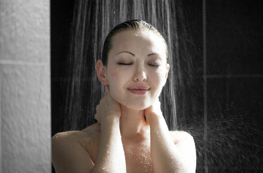 De ce e mai bine să faci duș seara. 6 motive