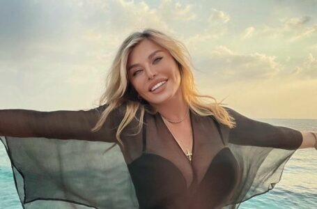 (FOTO) Loredana Groza, într-o bluză decoltată