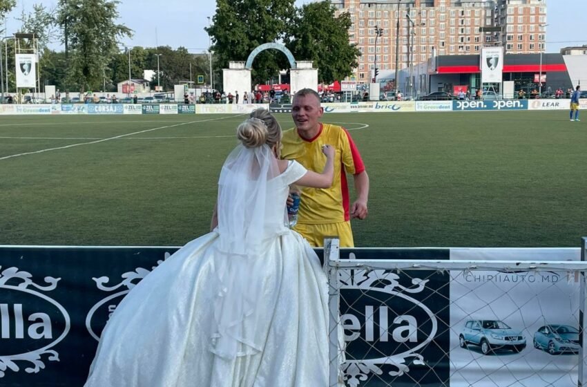 "(FOTO) Meciul i-a spus ""Nu"" dar mireasa ""Da"": Un fotbalist moldovean a venit la compeție cu tot cu mireasă"