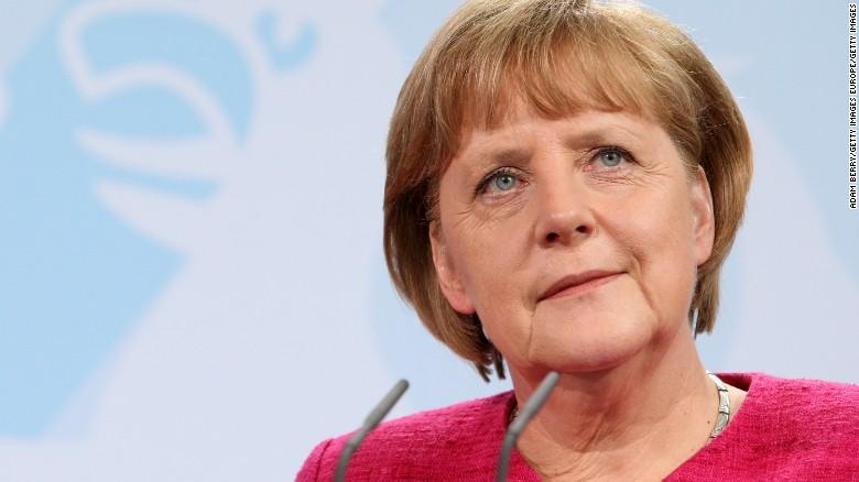 """(FOTO) Cum arăta Angela Merkel în copilărie și tinerețe. Colecție de fotografii """"de epocă"""" cu cancelarul german"""