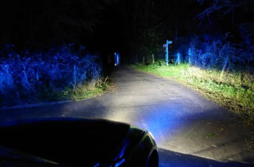 (FOTO) Doi tineri din Anglia s-au răsturnat cu maşina, după ce au atins frâna de mână în timp ce făceau sex