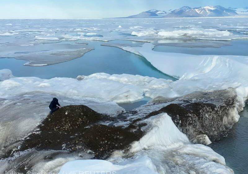 """O expediţie în Groenlanda a condus la descoperirea """"celei mai nordice insule din lume"""""""
