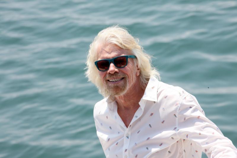 """Miliardarul Richard Branson şi fiul său, """"la un pas de moarte"""" în timpul unei expediţii montane"""