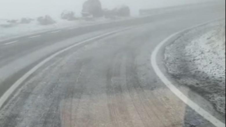 (VIDEO) Prima zăpadă din acest sezon. Imaginile filmate pe Transfăgărășan