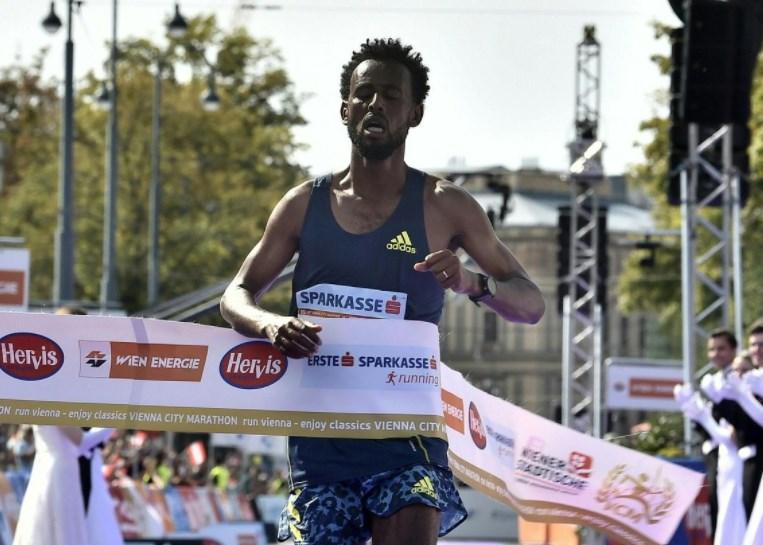 Câștigătorul maratonului de la Viena, descalificat pentru că nu a avut încălțămintea corespunzătoare