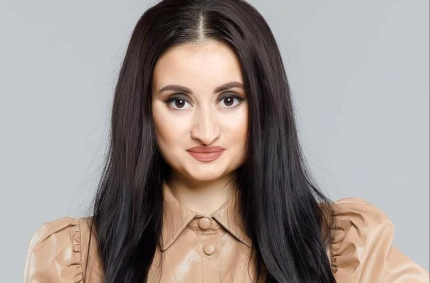 """(foto) Așa cum nu ai mai văzut-o. Cântăreața Corina Țepeș, în uniformă:  """"Doamna Ofițer! Dacă ceva"""""""