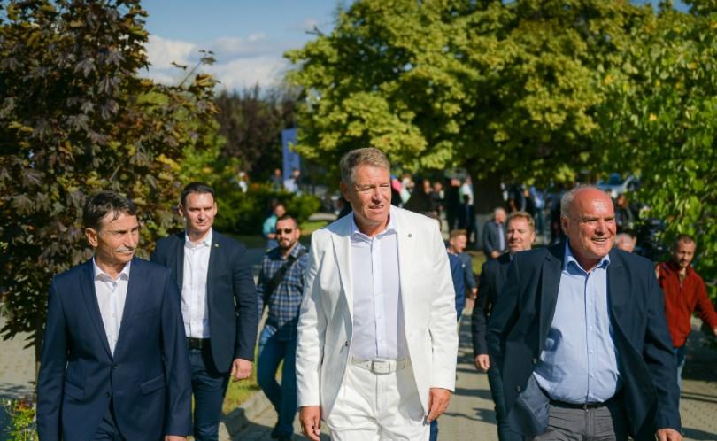 """Klaus Iohannis a testat noul model Dacia Duster: """"Experienţa a fost pe măsura aşteptărilor"""""""