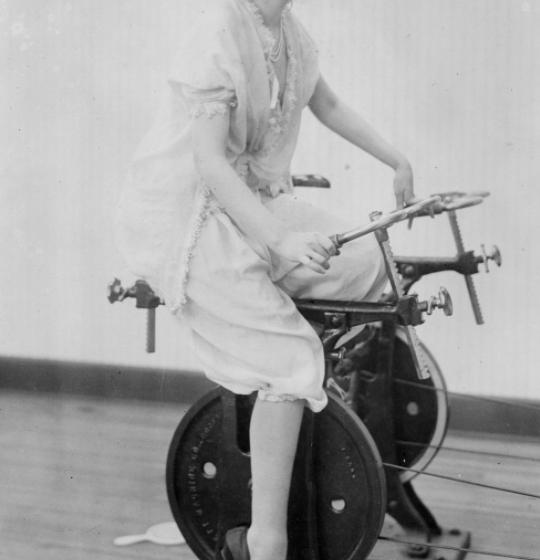 (VIDEO/FOTO) Vezi cum arătau sălile de fitness, în anii 1940