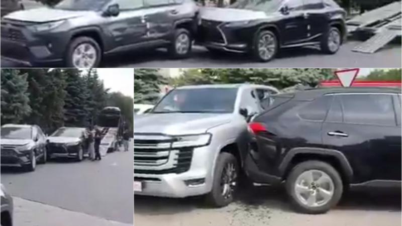 (VIDEO) Carambol pe loc gol: Minim 4 mașini noi, scăpate fără control dintr-o remorcă