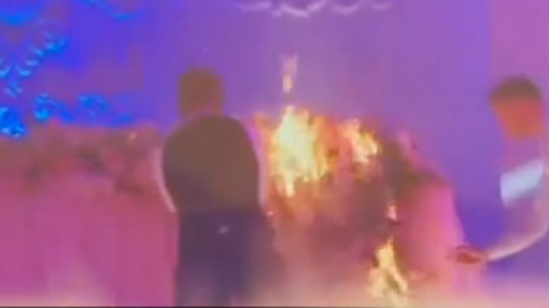 (video) Momentul în care ia foc o masă cu decorațiuni, la o nuntă într-un cunoscut local dintr-o suburbie a Chișinăului