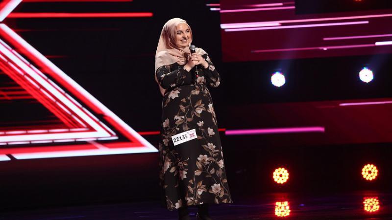 """(VIDEO) Am 19 ani și vin din Siria. Glumeam, sunt din Moldova"""": Mihaela Bogasieru a luat 4 de """"DA"""" la X Factor din România"""
