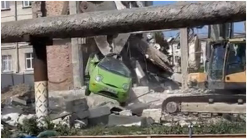 Mașina evacuată ca o jucărie, care a făcut înconjurul internetului, are și stăpân: Ce le-a spus polițiștilor