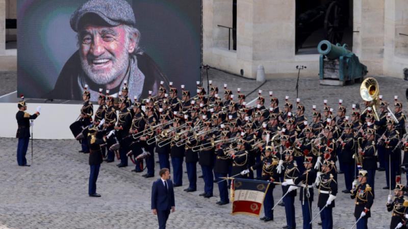 """(VIDEO) """"Îl iubim pe Belmondo pentru că el este ca noi"""". Ceremonie fastuoasă dedicată lui Jean-Paul Belmondo, la Paris"""