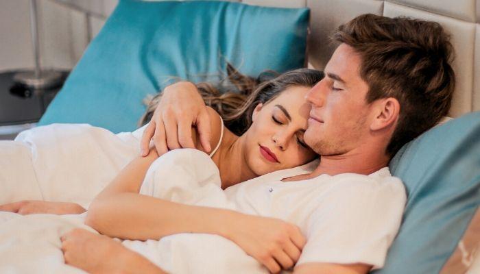 10 lucruri, pe care trebuie să le facă cuplurile înainte de culcare
