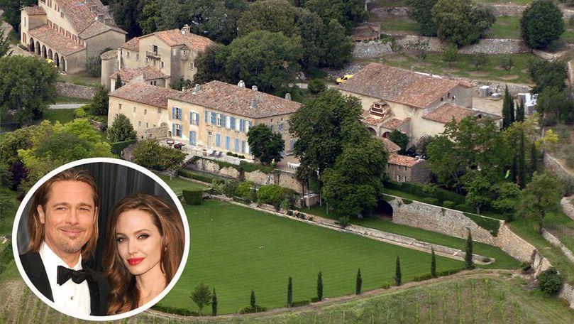 Brad Pitt şi Angelina Jolie se luptă pentru castelul, unde au avut nunta