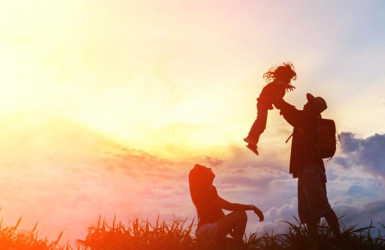 Familia, izvor de iubire şi respect. Sfaturi de la psiholog, cum să fii fericit alături de partener