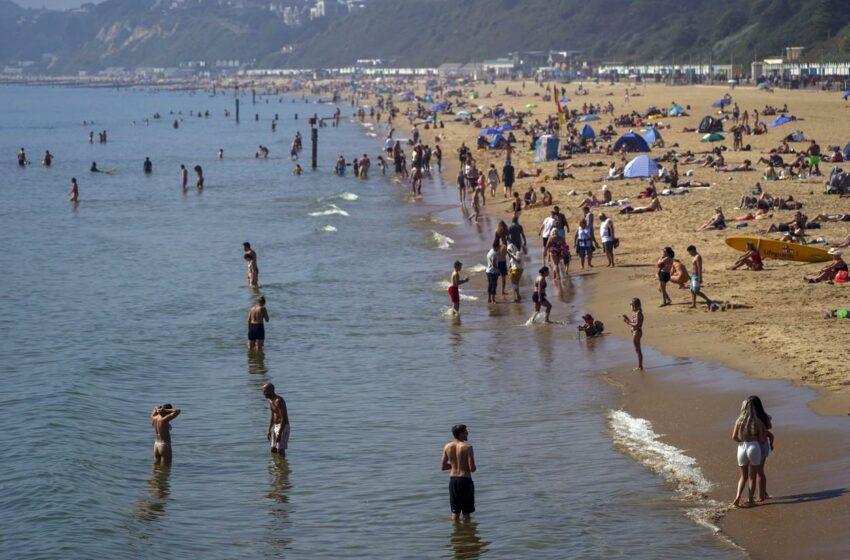 """""""Am încercat să îl opresc, dar nu am putut"""". O adolescentă violată în largul mării, la doi paşi de plaja plină de turişti, în Marea Britanie"""