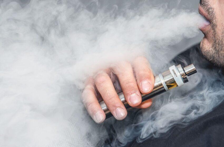 Țigările electronice, mai utile pentru renunțarea la fumat decât plasturii cu nicotină