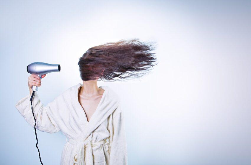 Mai des sau mai rar? Care este sfatul experților privind spălarea și îngrijirea corectă a părului