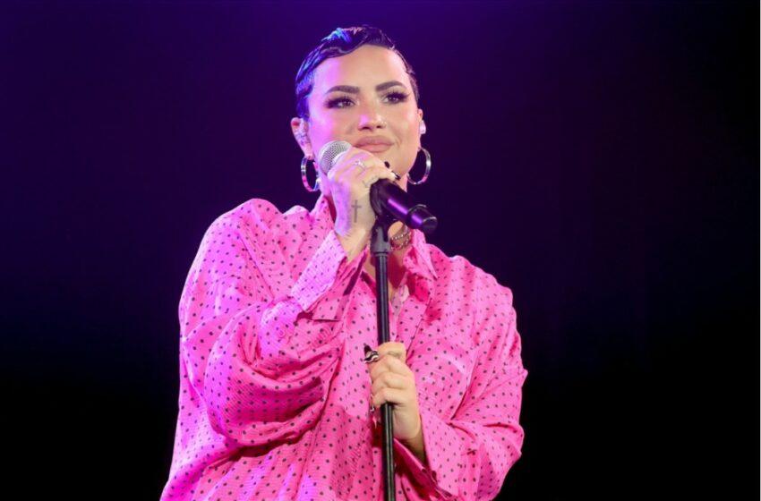 """Demi Lovato este """"de pe altă planetă"""". Urmărește-o cântându-i unui extraterestru!"""