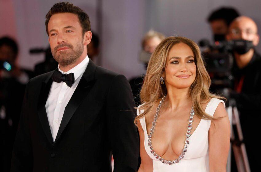 (FOTO) Jennifer Lopez şi Ben Affleck, ca doi porumbei la premiera filmului prietenului George Clooney