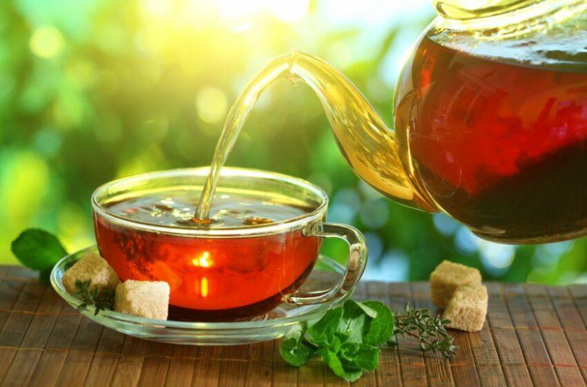 Vezi cum se prepară şi cum se bea corect ceaiul